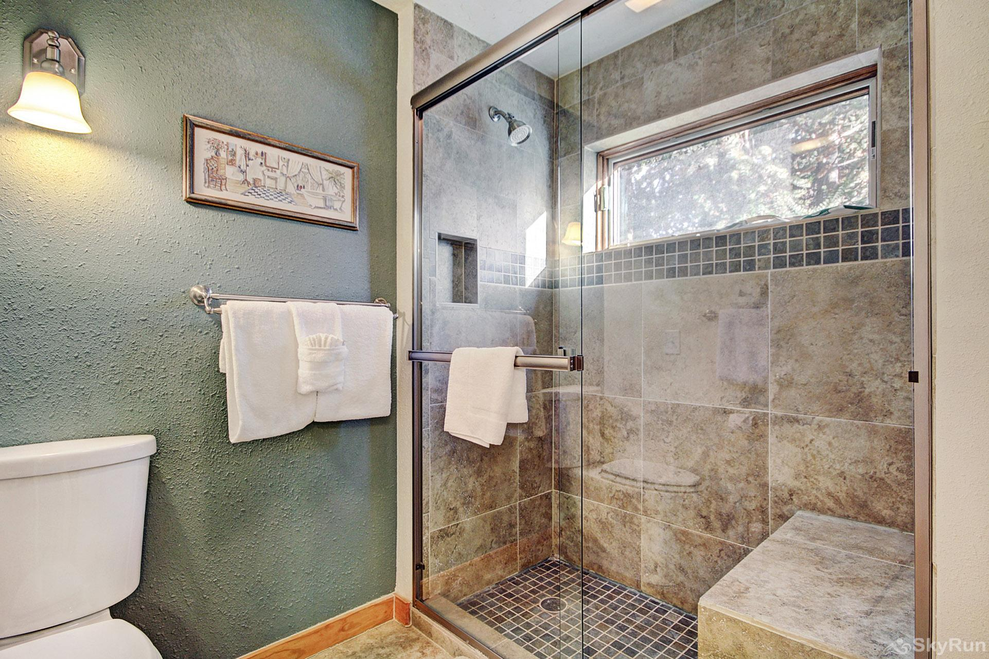 2019 Lodgepole Ensuite Mater Bathroom