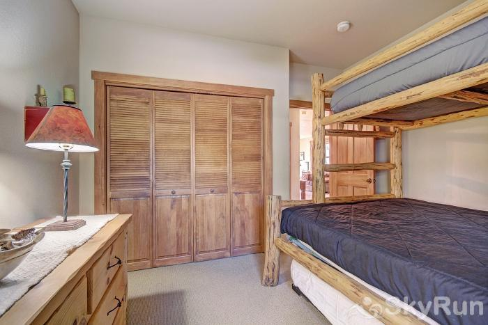 2345 Red Hawk Townhome Bunk Beds