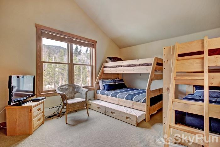 2326 Red Hawk Townhomes Bunk Beds