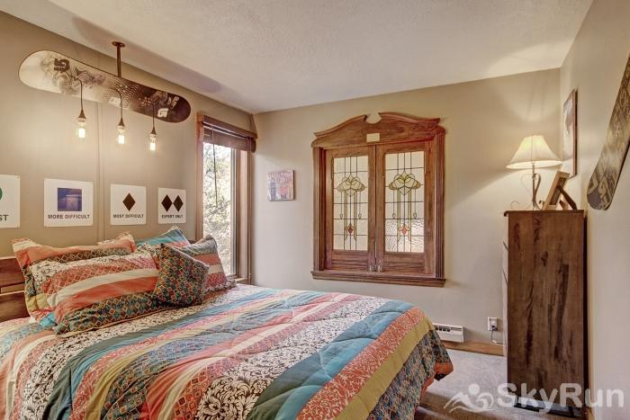 2054 The Pines Queen-Sized Bed