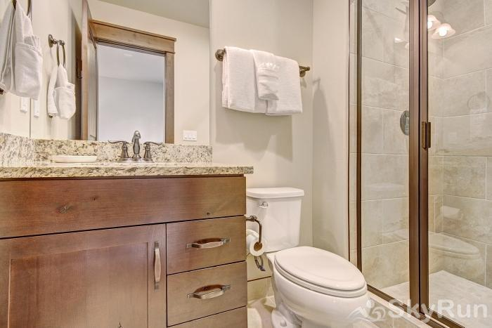39 River Run Townhomes Ensuite Guest Bathroom