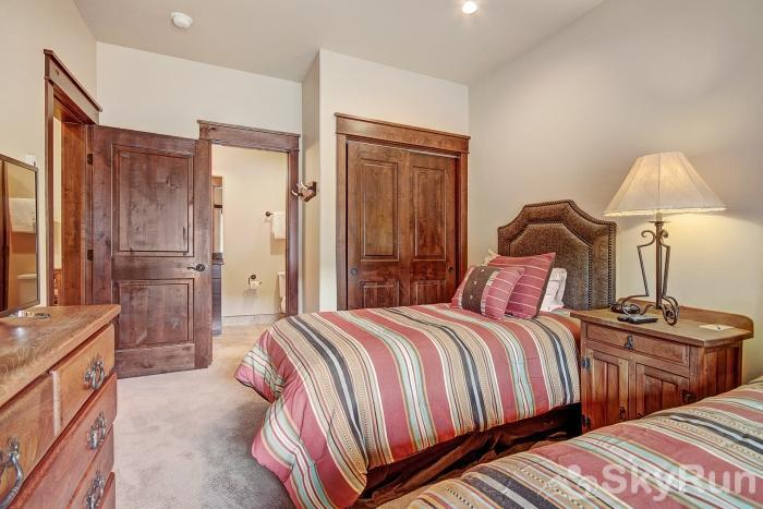 39 River Run Townhomes Twin Beds
