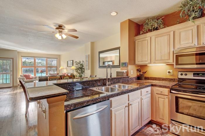 1562 Lakeshore Kitchen