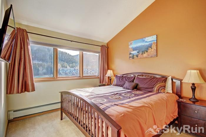 1562 Lakeshore Master Bedroom