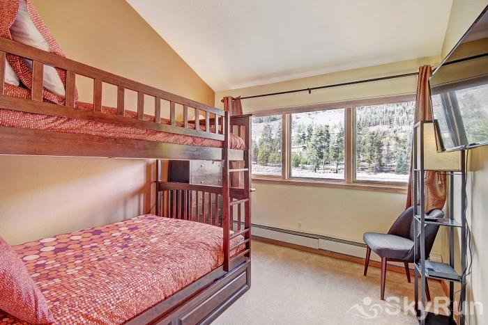 1562 Lakeshore Bunk Beds