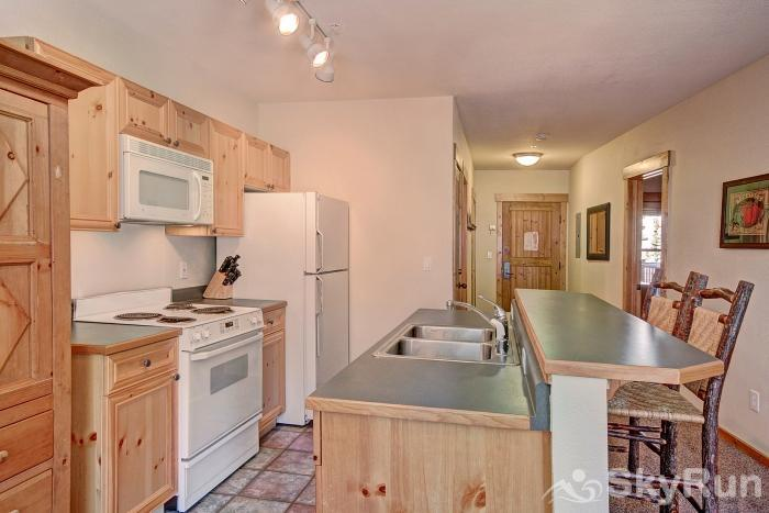 2655 Tenderfoot Lodge Kitchen
