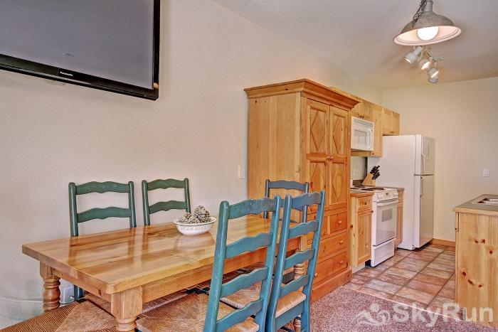 2655 Tenderfoot Lodge Dining Area