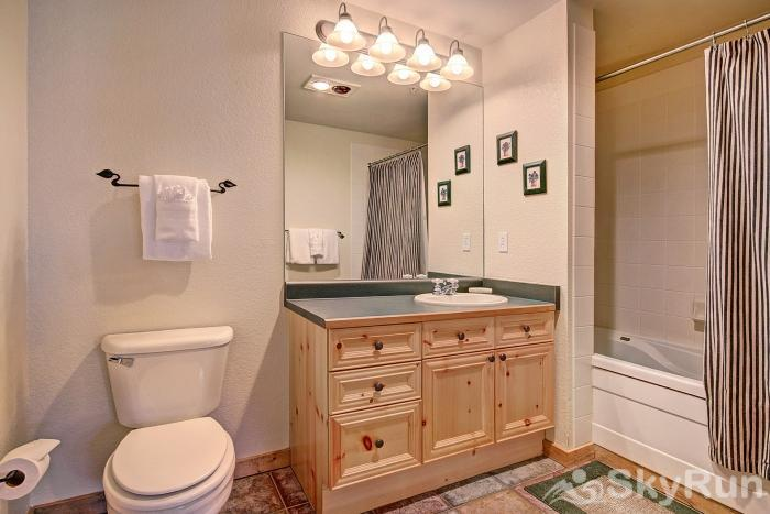 2655 Tenderfoot Lodge En-suite Master Bathroom